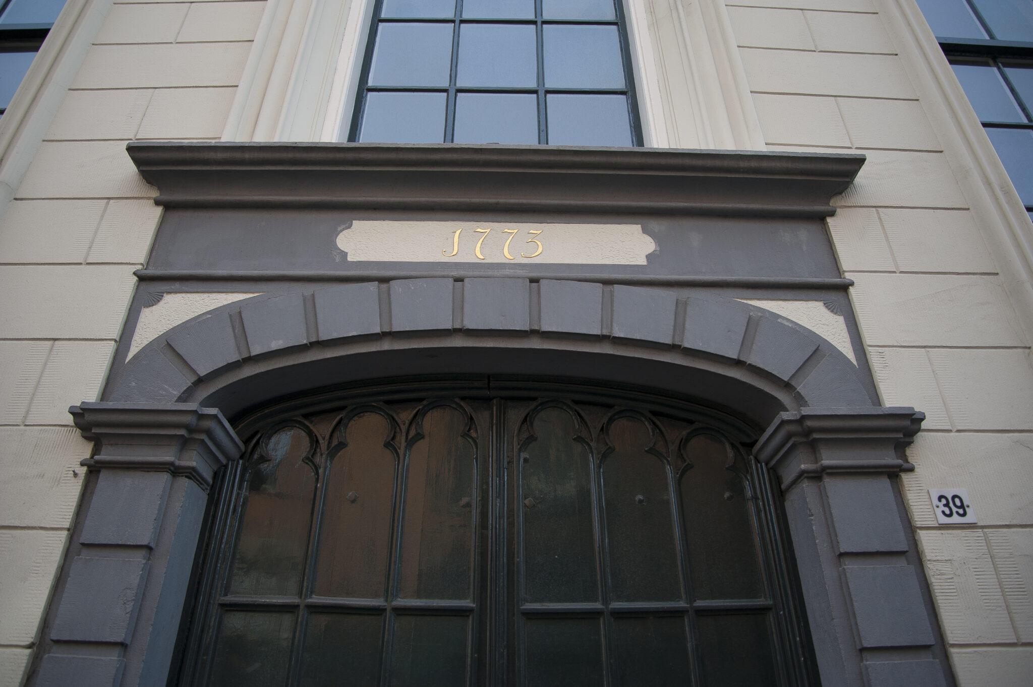 Hof Gevelsteen Poort Kerk Pelsterstraat